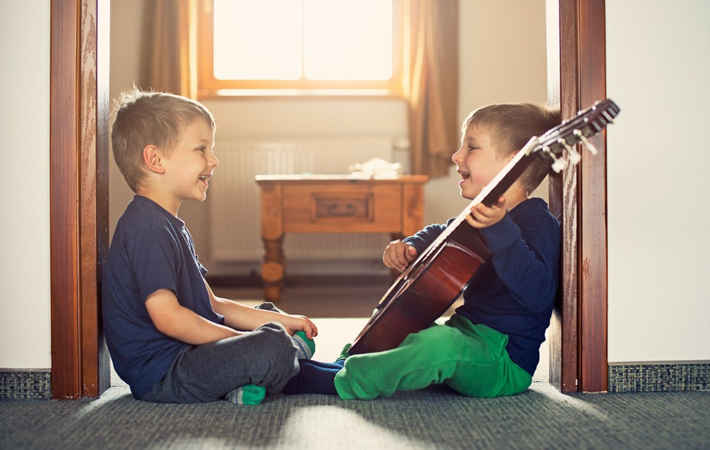 2 boys with guitar